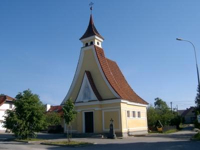 Kaple v Domaníně před penzionem Říše